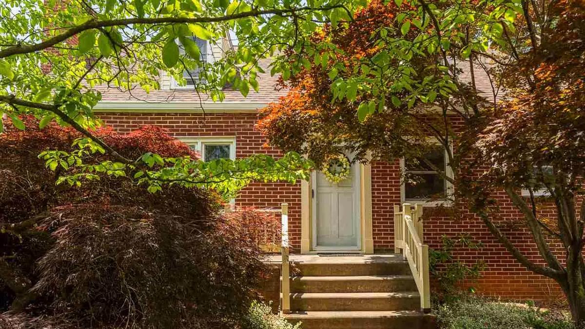 secret-secret garden on ridgeway backyard front exterior-on-ridgeway-front of house
