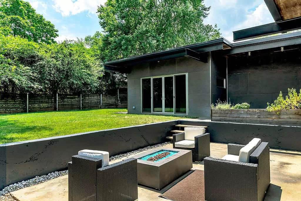 cotw modern coolness backyard firepit