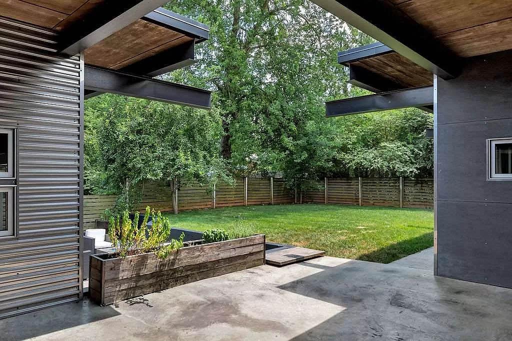 cotw modern coolness backyard patio