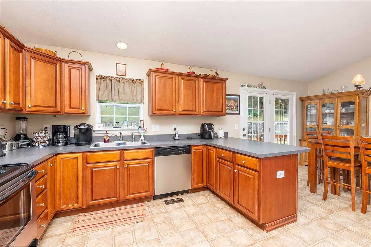 gorgeous in greenspring ritchie blvd kitchen