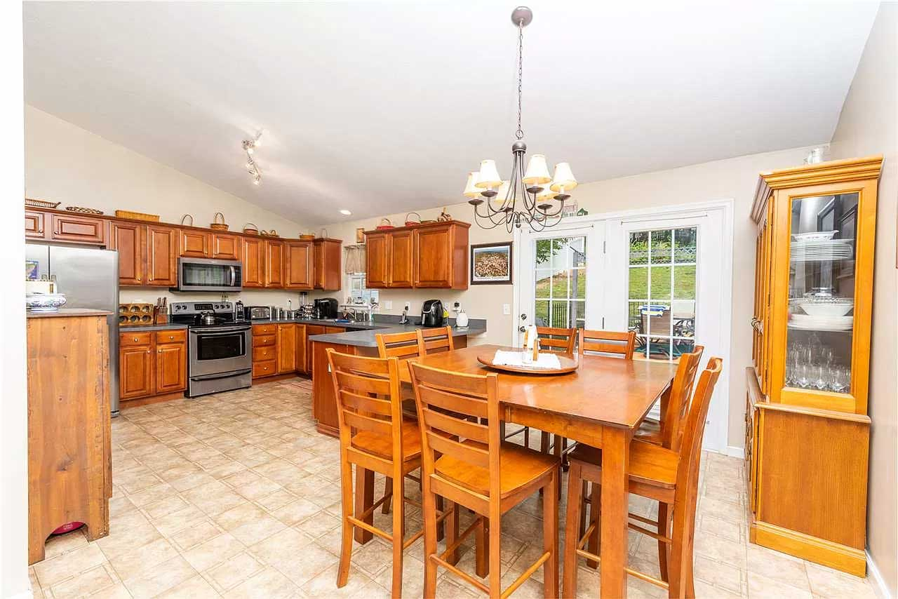 gorgeous in greenspring ritchie blvd kitchen and dining area