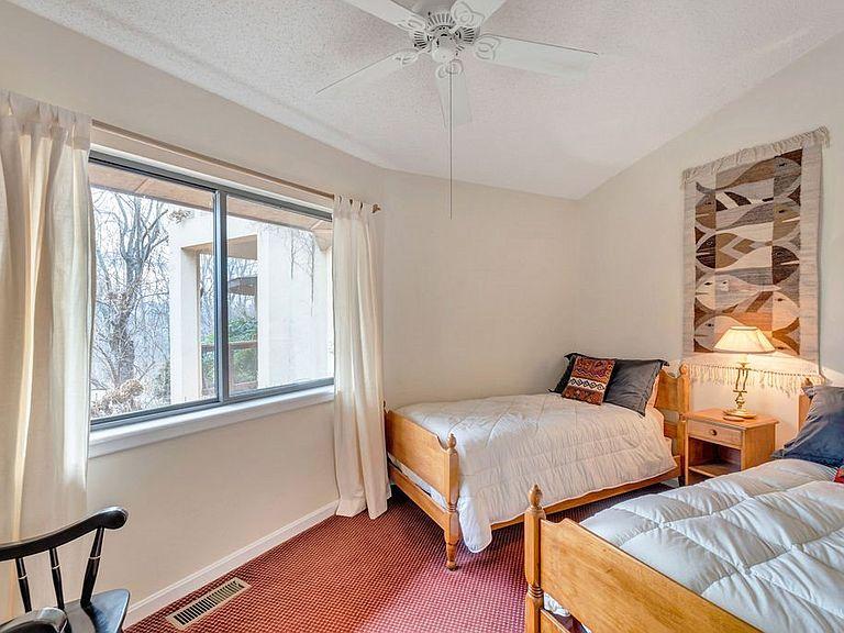 cotw around around, round top bedroom 2 in turret