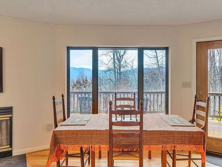 cotw around around, round top dining area with gorgeous views and deck access