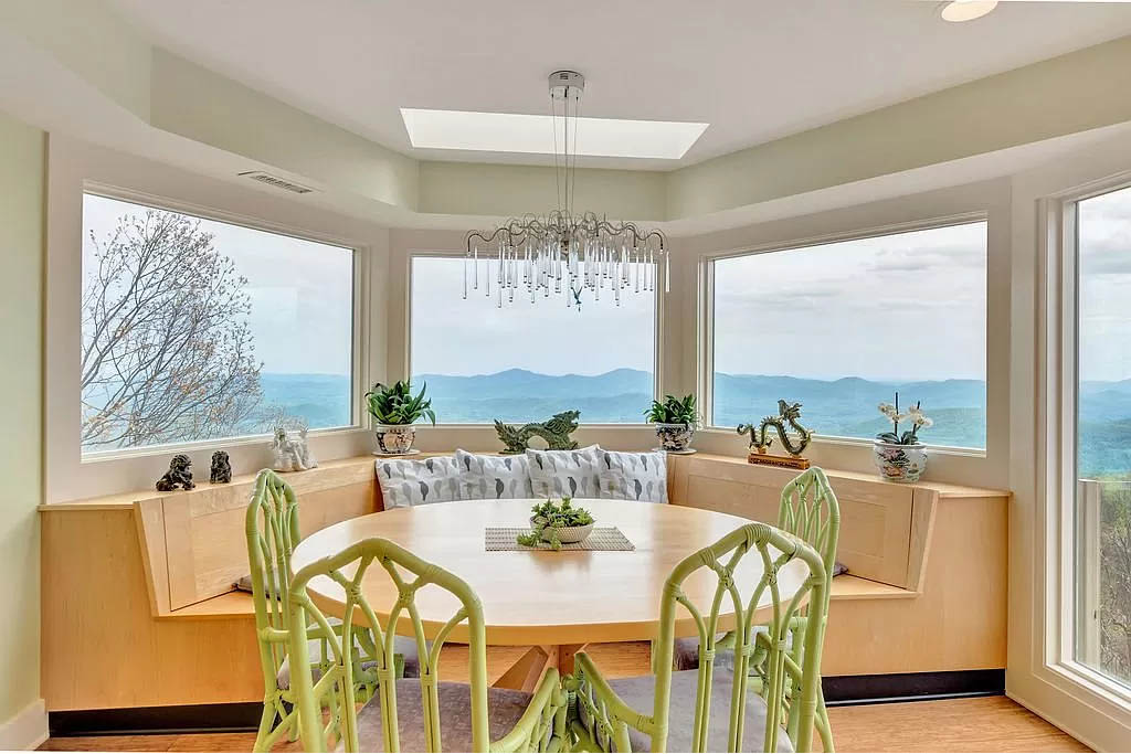 cotw mountain mama mia bay window with built in booth for dining and panoramic view