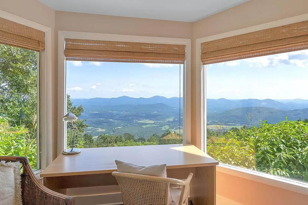 cotw mountain mama mia bay window with panoramic mountain view