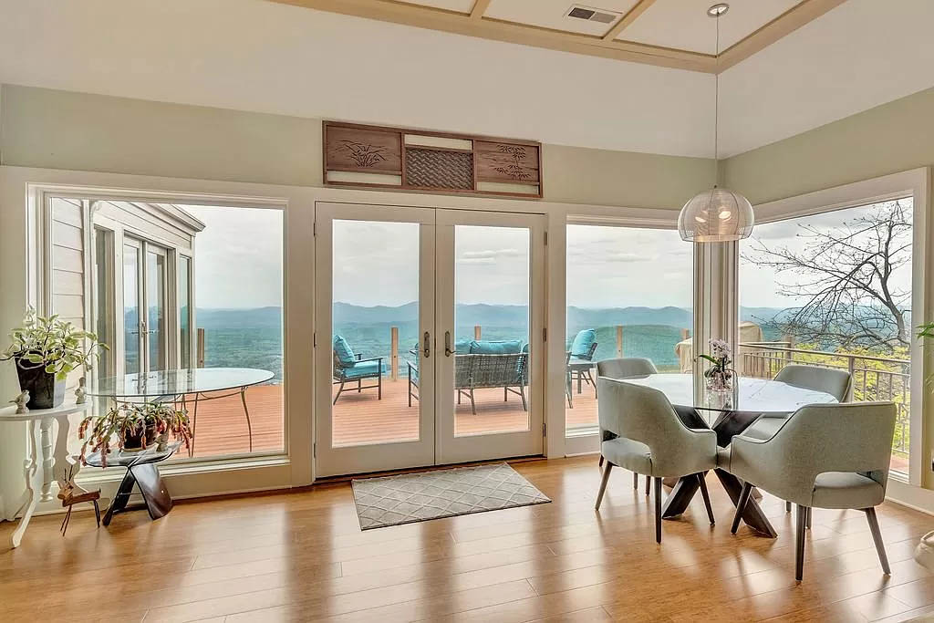 cotw mountain mama mia dining area with view and rear deck access