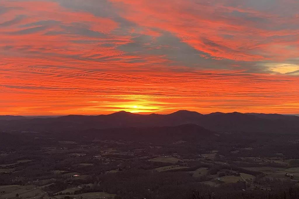 cotw mountain mama mia gorgeous sunset behind the mountains