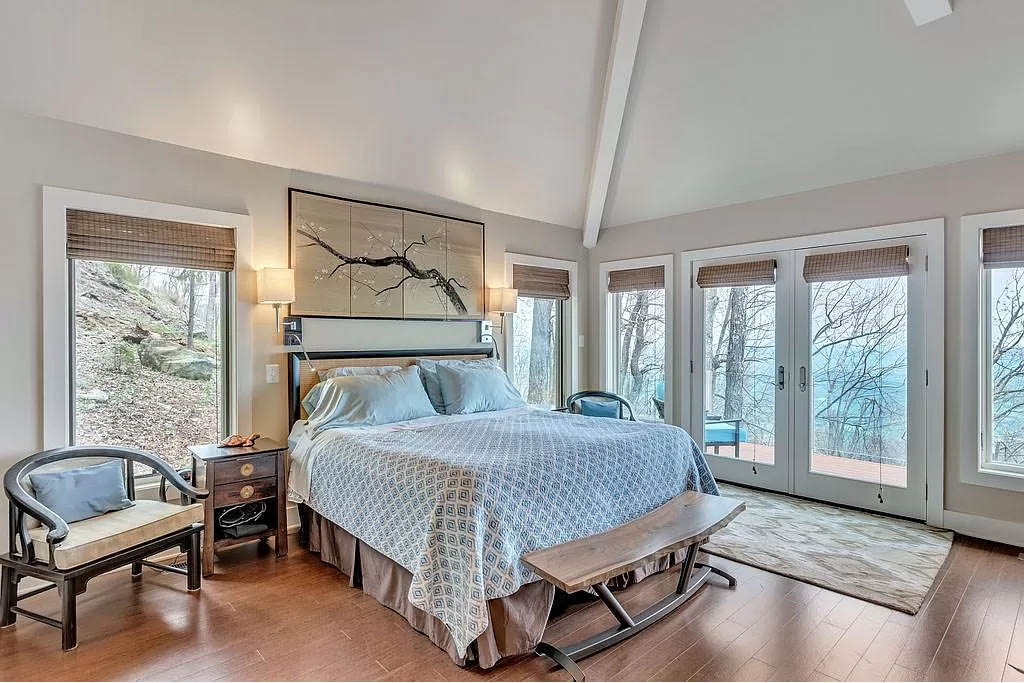 cotw mountain mama mia master bedroom with a panoramic view of the mountains