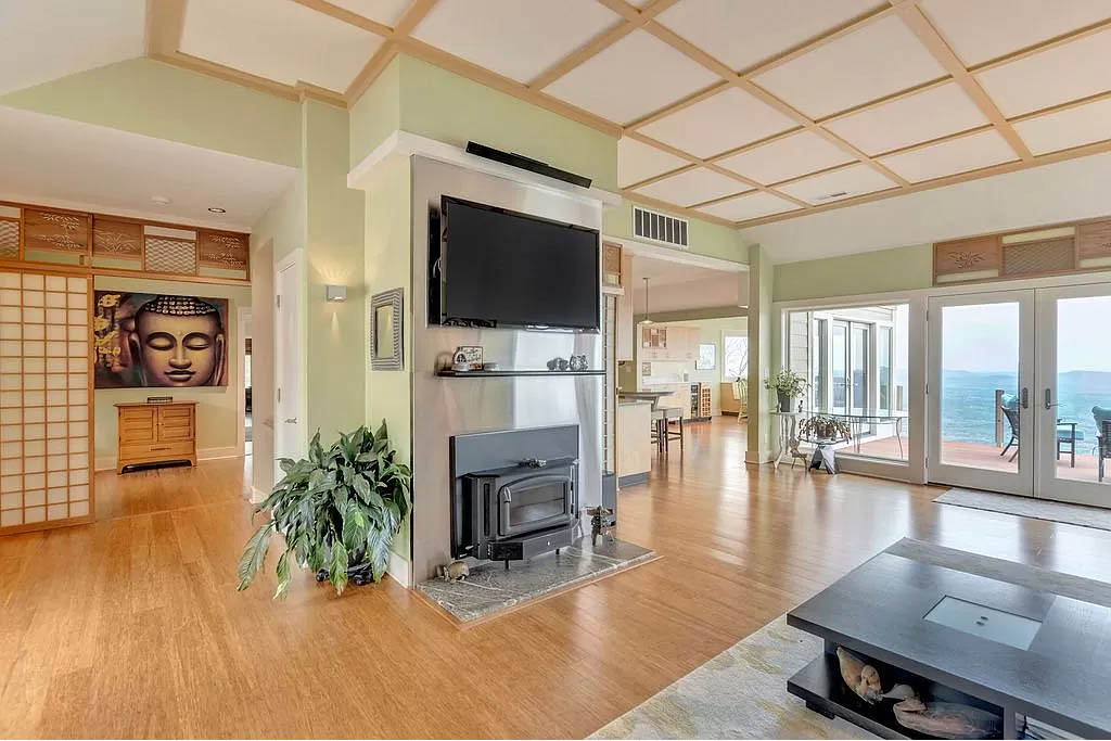 cotw mountain mama mia open flow living room with fireplace