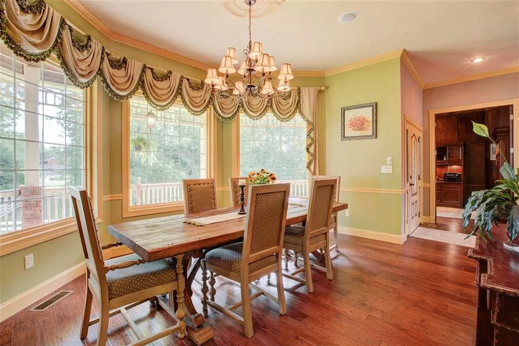 cotw victorian secret dining-area-with-bay-window