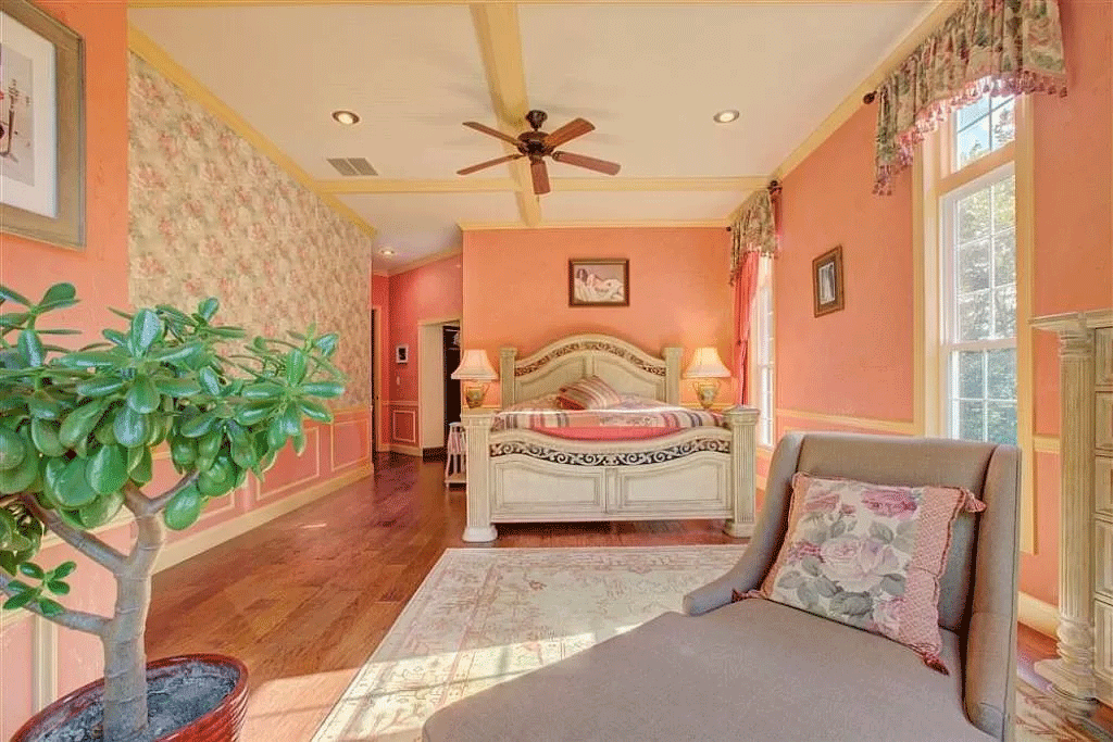 cotw victorian secret sunny-master-bedroom-with-seating-area