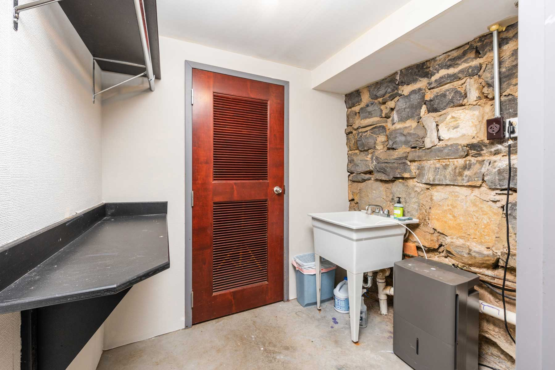 Riverfront retreat laundry room