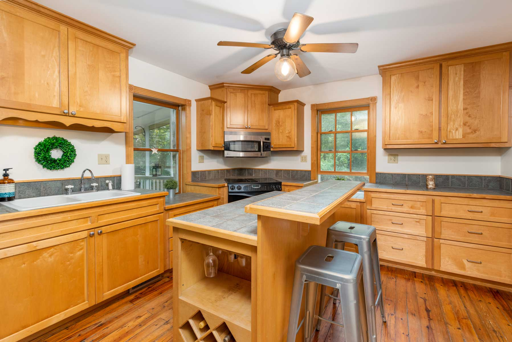 Riverfront retreat kitchen