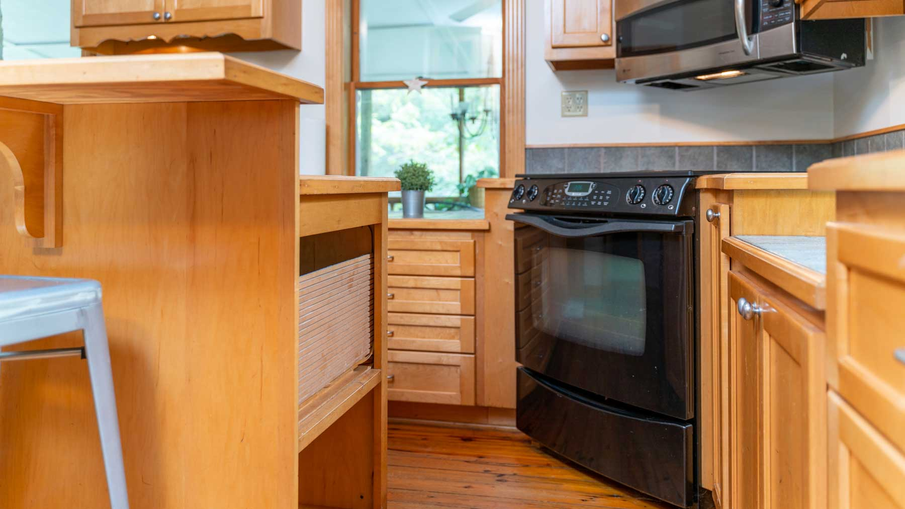 Riverfront retreat oven