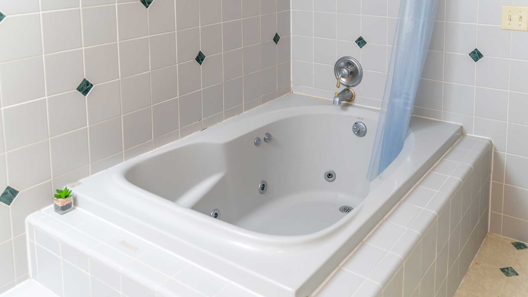 Riverfront retreat jetted tub in master