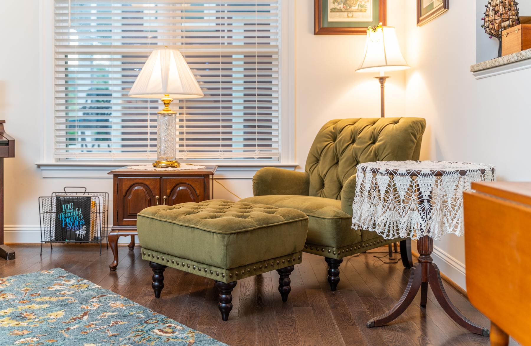 Riverwalk Xing Seating in parlor
