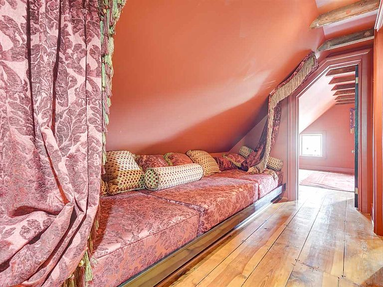 cotw modern antique attic room with built in banquette