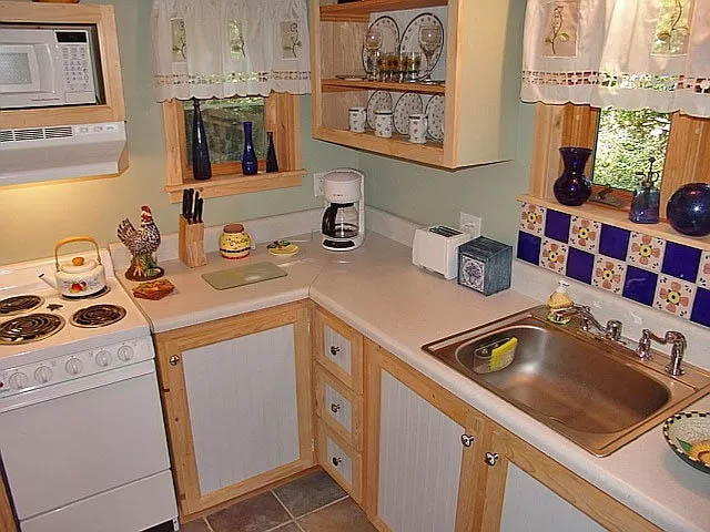 cotw teeny weenie kitchen with mexican tile