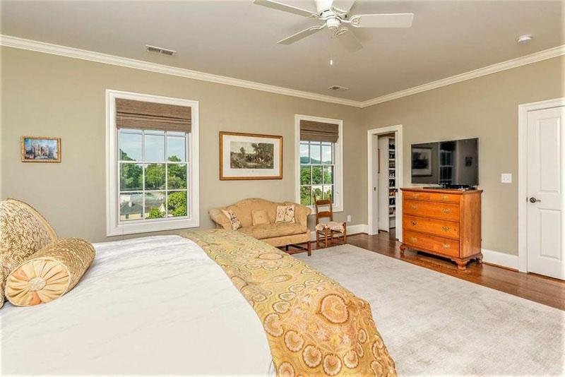 cotw top of the world master bedroom