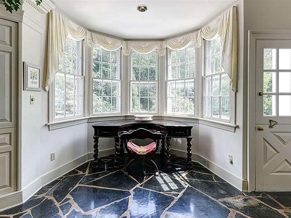 bay window nook with desk