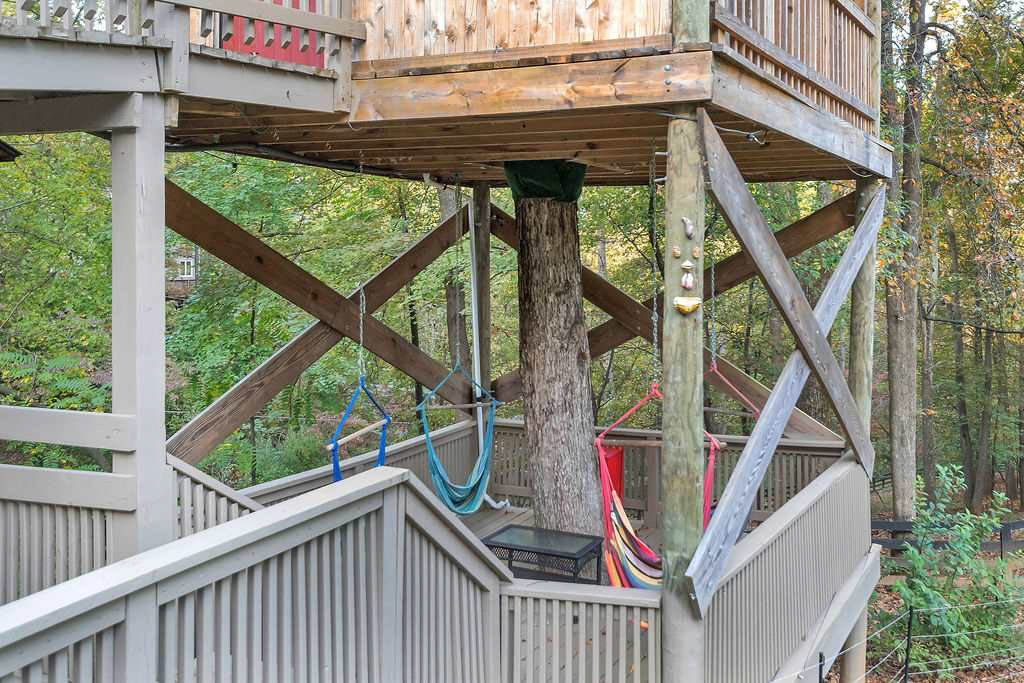 treehouse lower deck with hammock chairs4