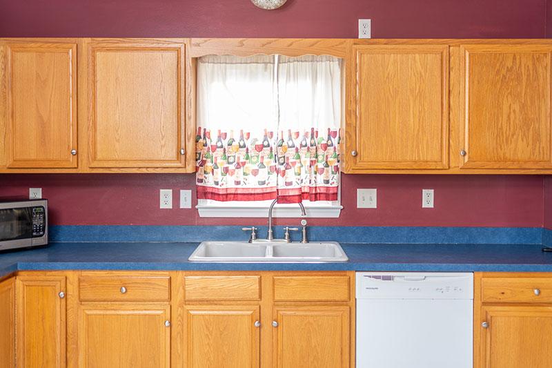 kitchen sin and dishwasher